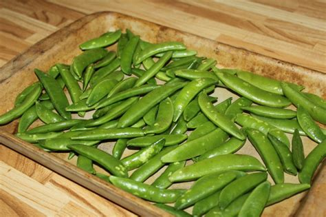 [Recipe] Oven Roasted Sugar Snap Peas | The Frilly Apron